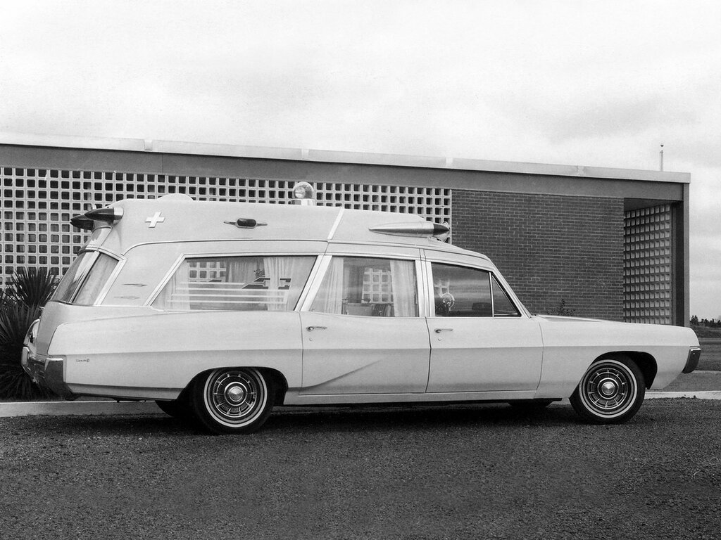 1967 Superior Pontiac High Headroom Ambulance.jpg