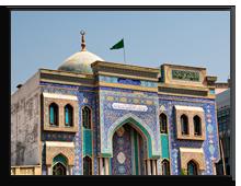 ОАЭ. Дубаи. Dubai Iranian Mosque made of mosaic tiles, hainaultphoto -shutterstock