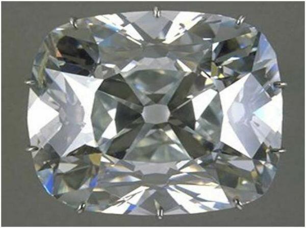 Камень весом в 410 каратов был найден в 1701 г. рабом на приисках Голконды.  Чтобы вынести крупный камень с прииска, индус нанёс себе рану на пояснице и  ... 61e14dd7e3b