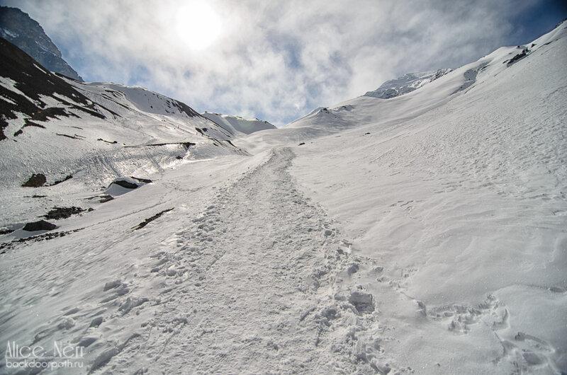 тропа на перевал торонг-ла, гималаи, снег, трек вокруг аннапурны