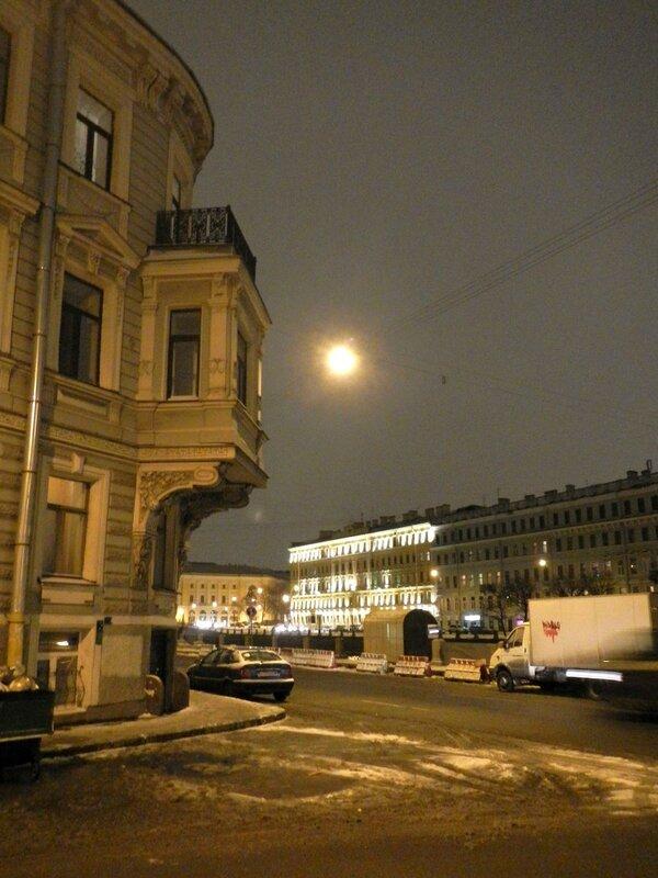 балкончик на углу набережной Фонтанки и ул. Щербакова