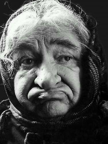 Евгений Лебедев в роли старухи