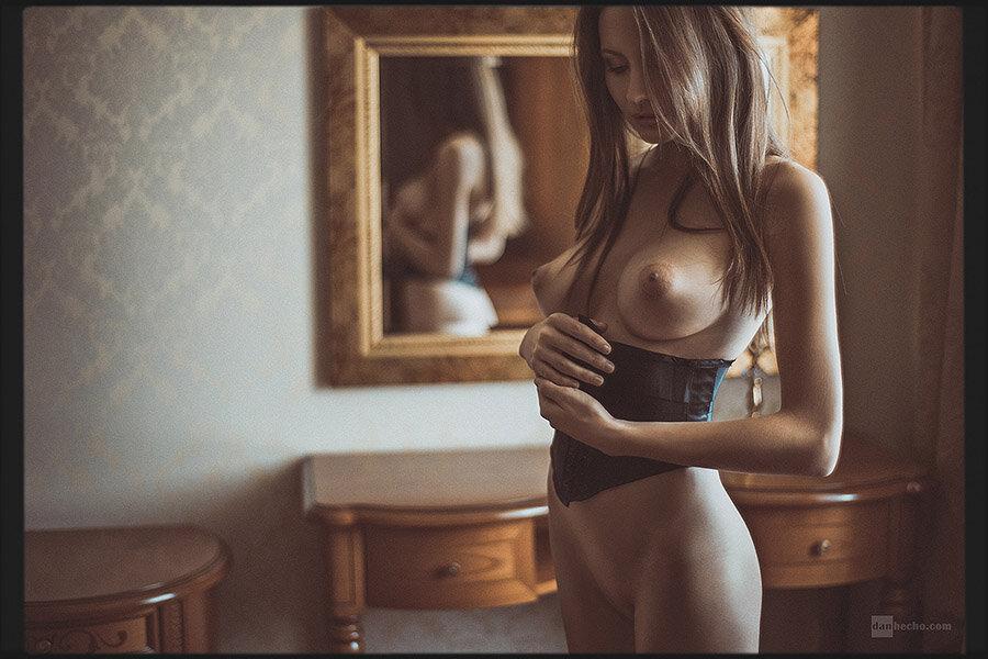 фото ню девушек в корсетах
