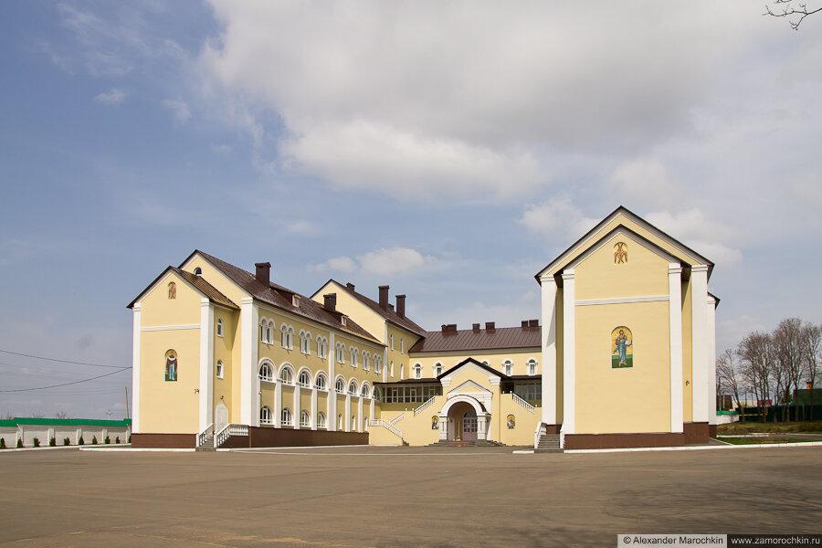 Гостиница Макаровская паломнического центра Иоанно-Богословского Макаровского мужского монастыря