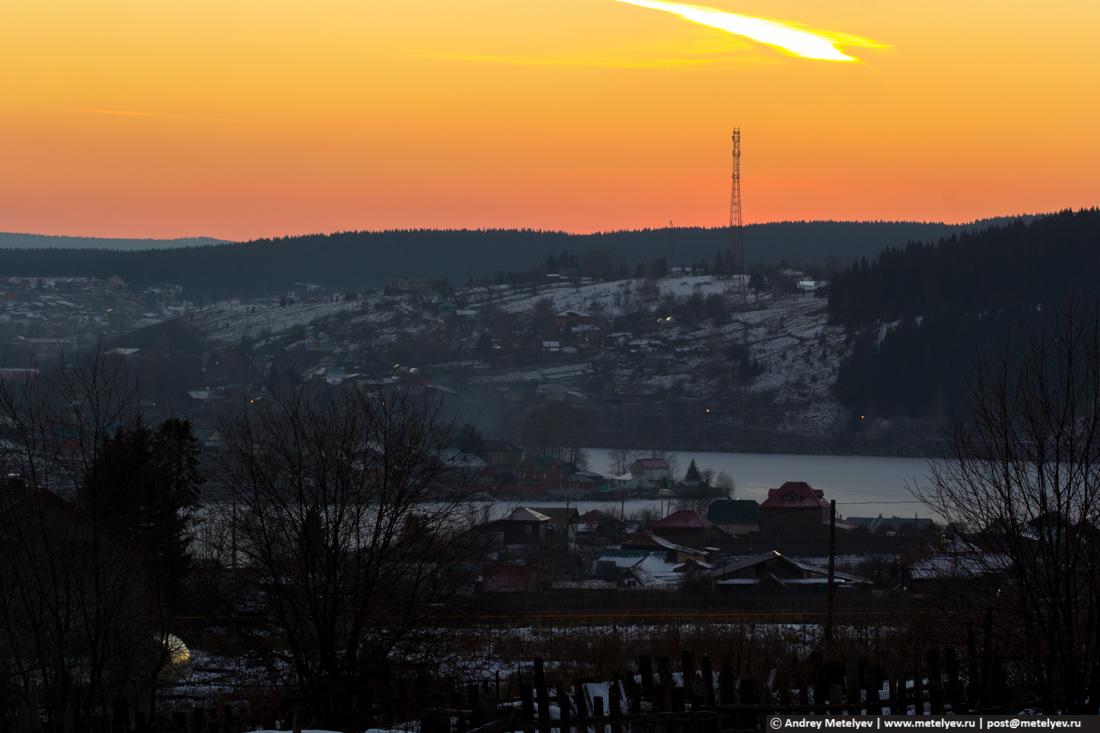 Нижние Серги на закате с горы которая при въезде