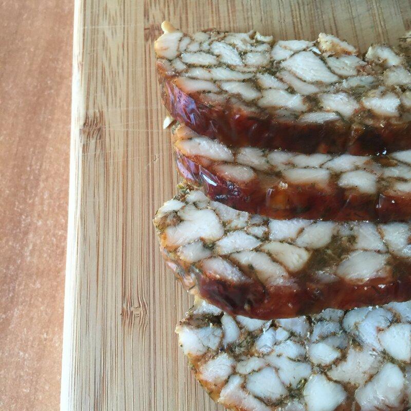 Мраморная куриная колбаса