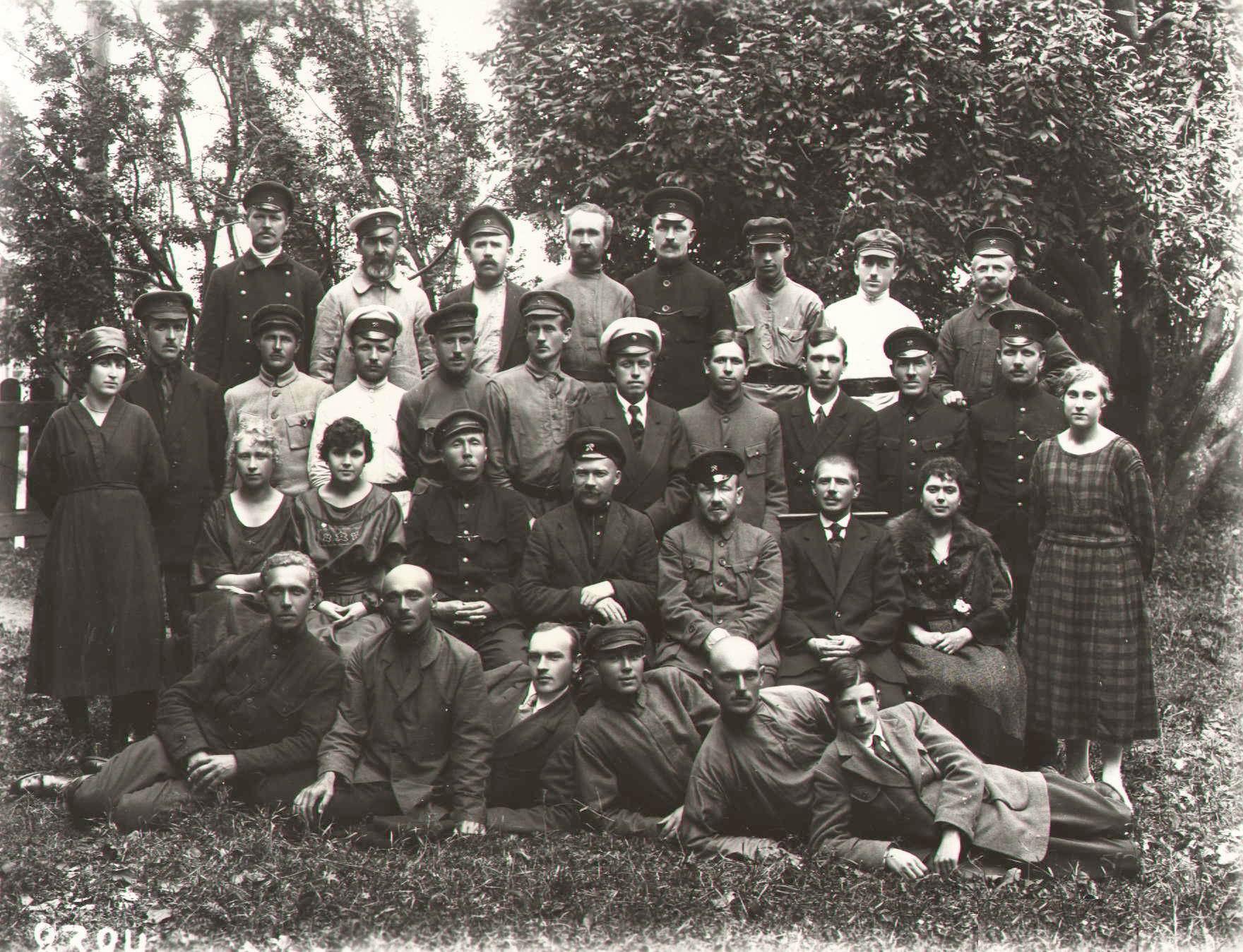 1921. Группа служащих службы движения. Псков