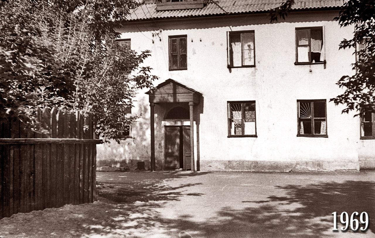 Омск. 1969 Братская 17 подъезд №1.