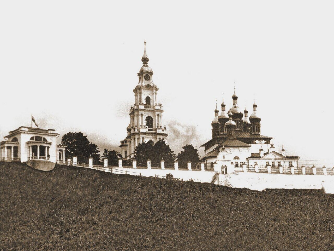 Вид на Успенский собор.