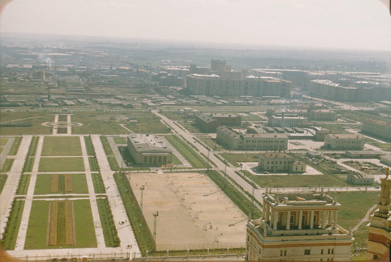 Вид на восток от МГУ
