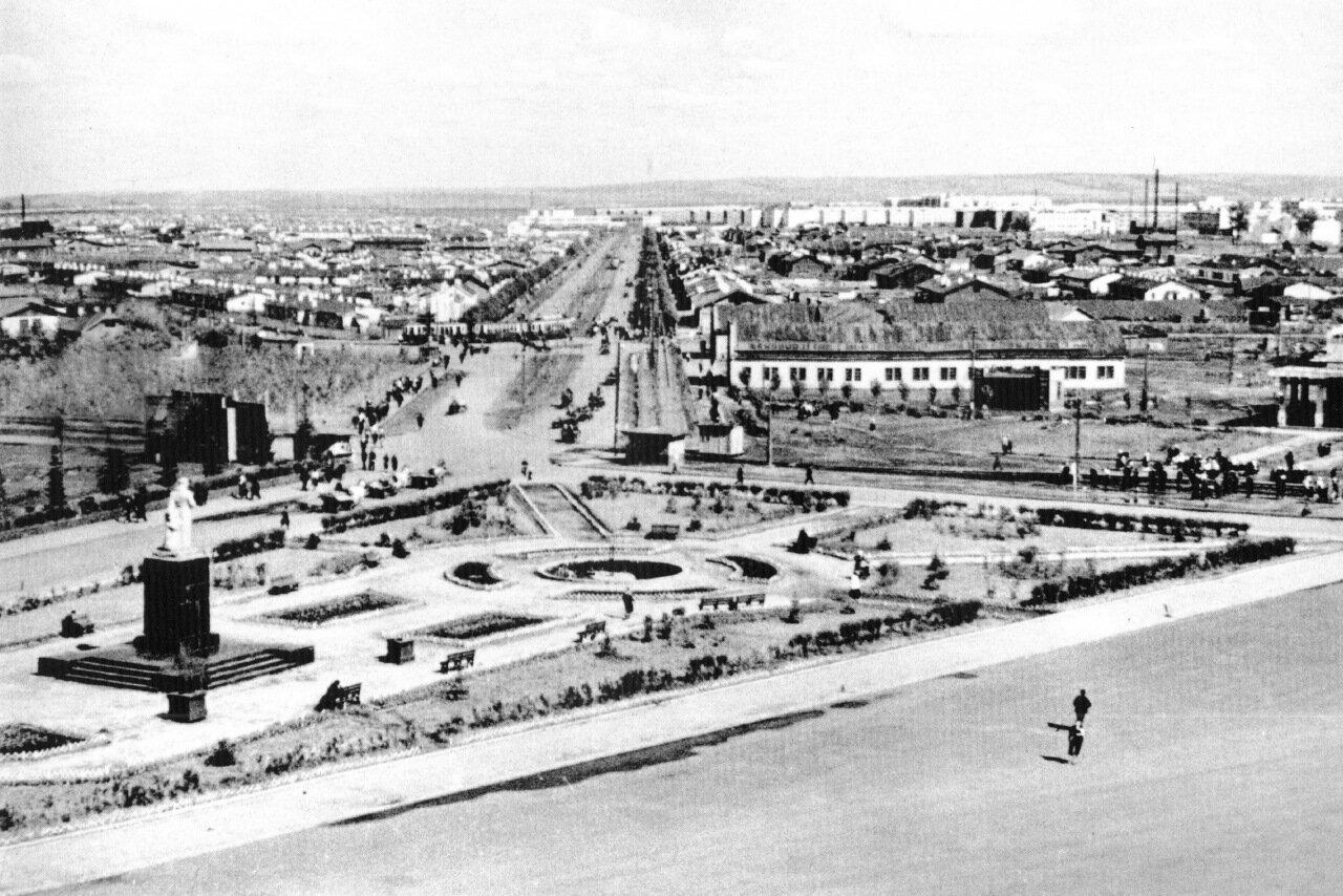 Орджоникидзе от площади Победы,1938 г.