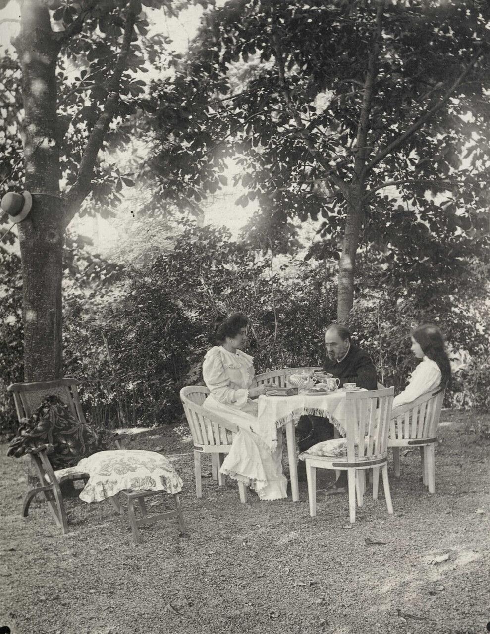 Мант-ла-Жоли. В саду Вернёй