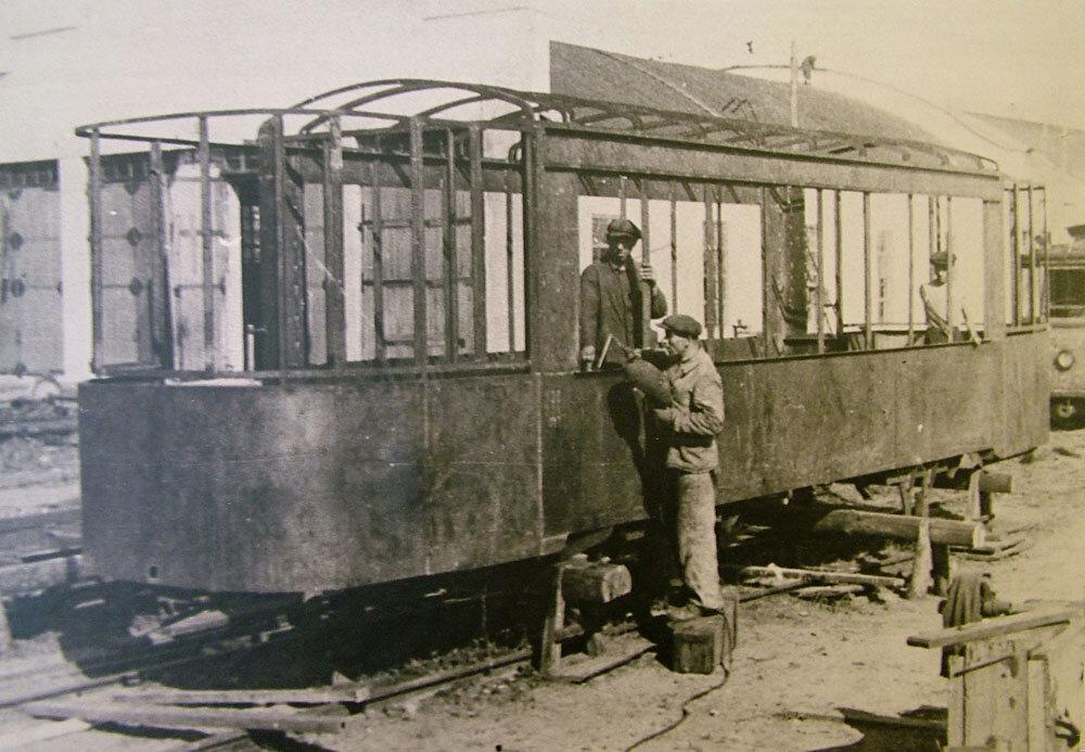 Восстановление трамвайных вагонов после войны