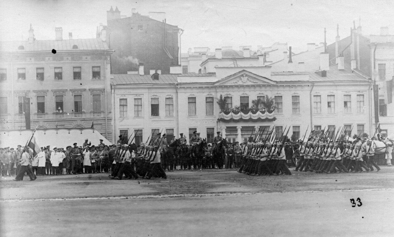 62. Церемониальный марш потешных в присутствии императора Николая II и сопровождающих лиц