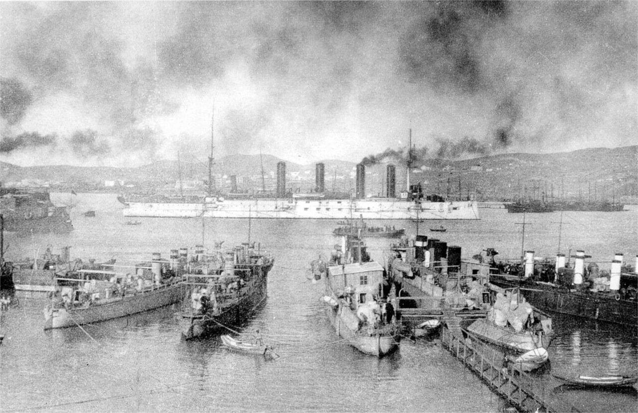 Броненосный крейсер Баян на рейде Порт-Артура, декабрь 1903 года