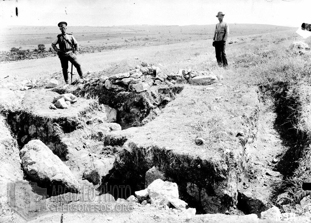 На участке крепостной стены античного поселения на Маячном полуострове