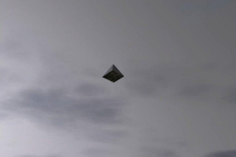 Пирамидальное НЛО над Давао, Филиппины 3 января 2013 года
