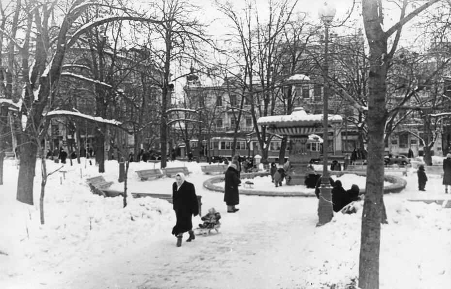 1954. Золотоворотский сквер