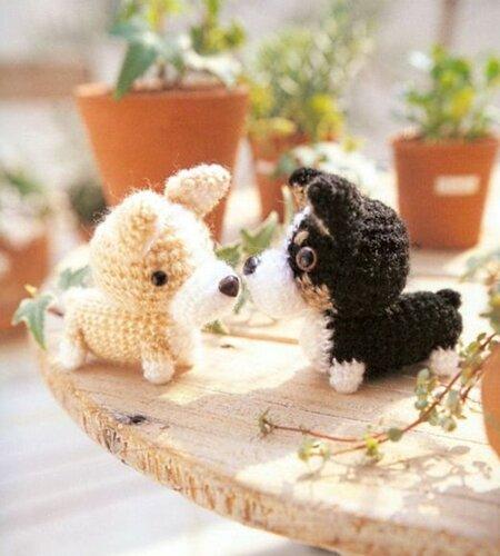Собачки Амигуруми крючком .