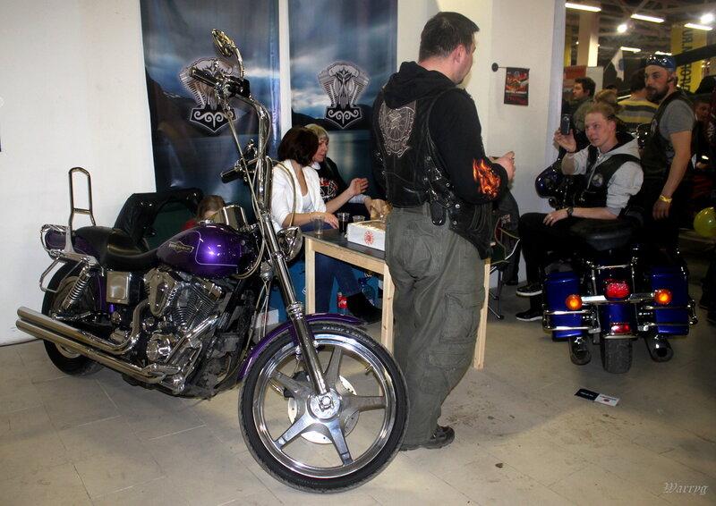 Мотоцикл Harley-Davidson на стенде питерского мотоклуба