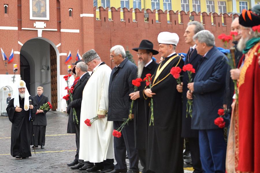 Руководители основных конфессий на Красной площади, 4.11.15.png