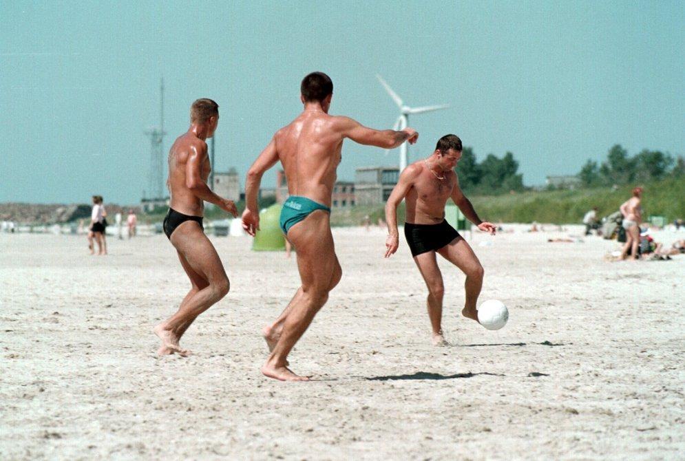 Девушки на пляже качественное фото