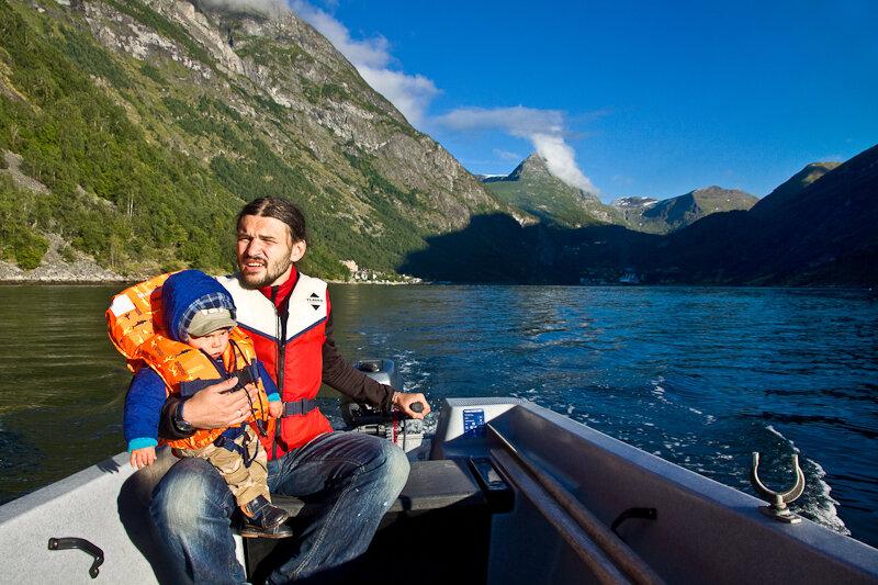 Катаемся на лодке по гейрангер фьорду