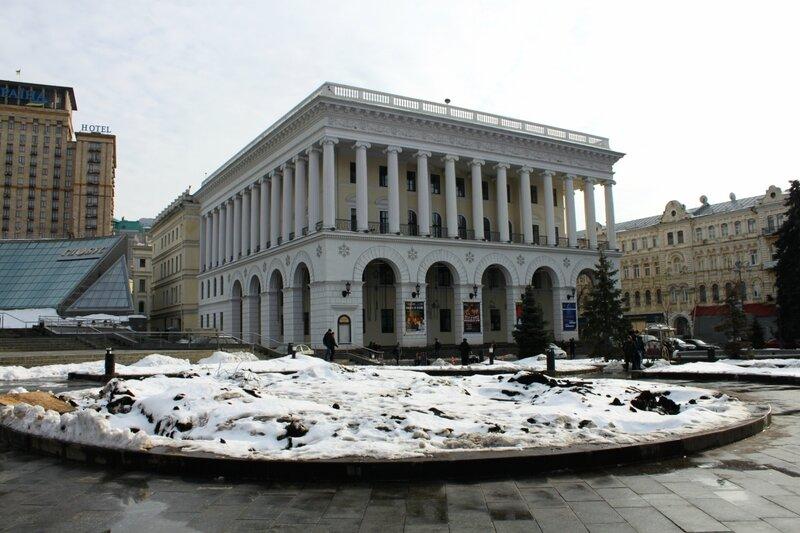 Главную елку Киева 2013 демонтировали