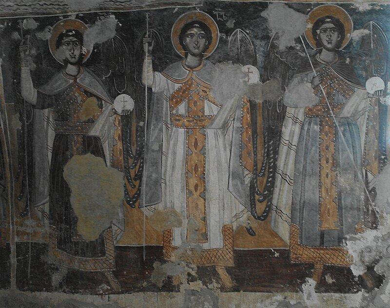 Ангелы на стене северного придела собора в Гелати