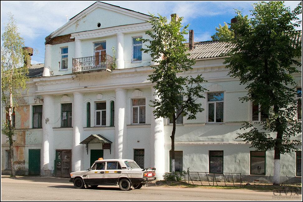 Типичный дом в центре города может выглядеть как-то так