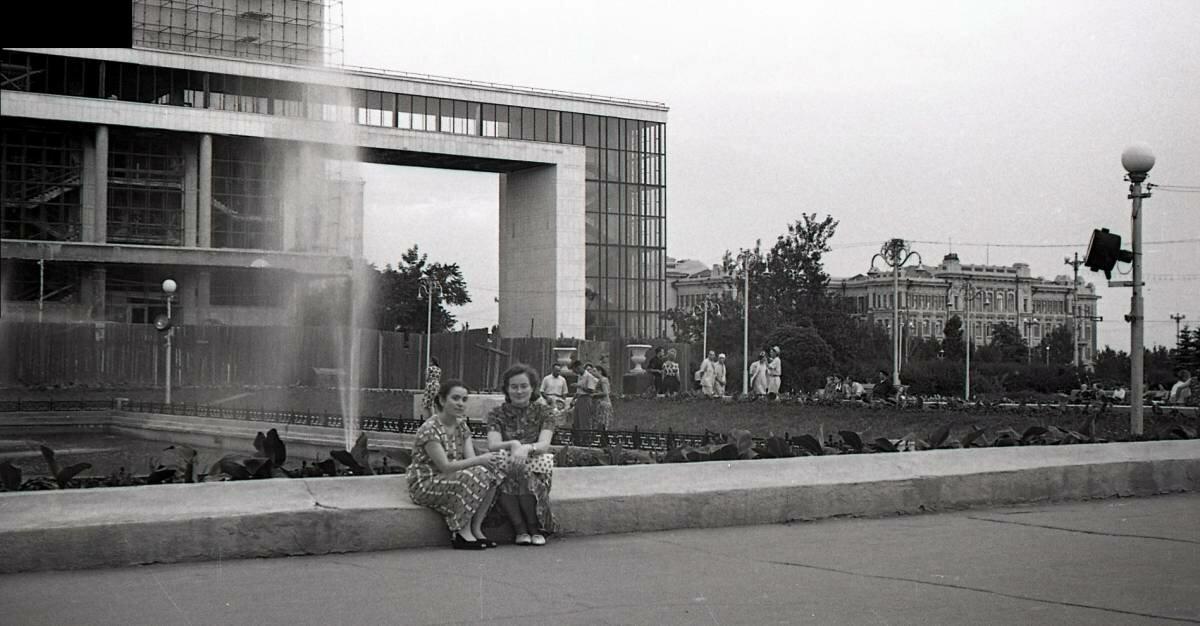 На Театральной площади