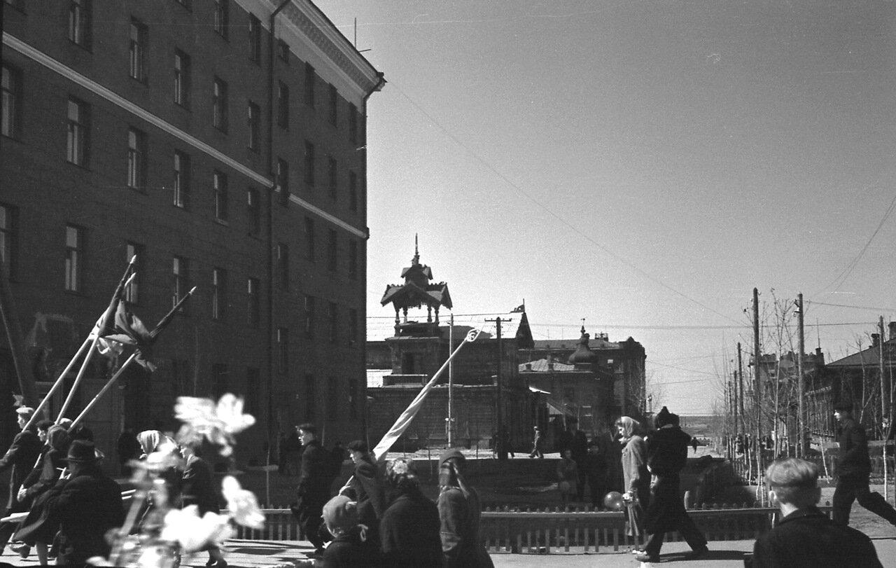 Омск 1960 Валиханова после демонстрации.