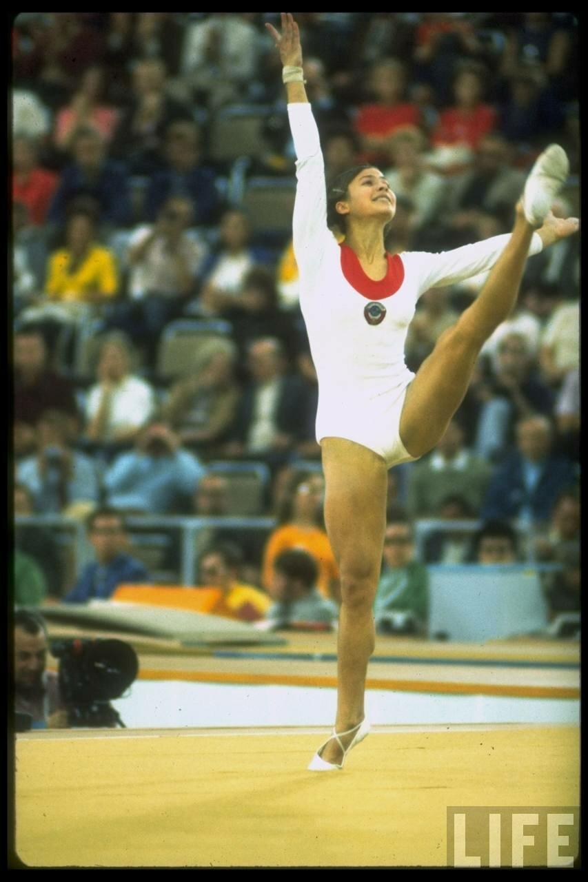 Людмила Турищева выполняет вольные упражнения во время летних Олимпийских игр