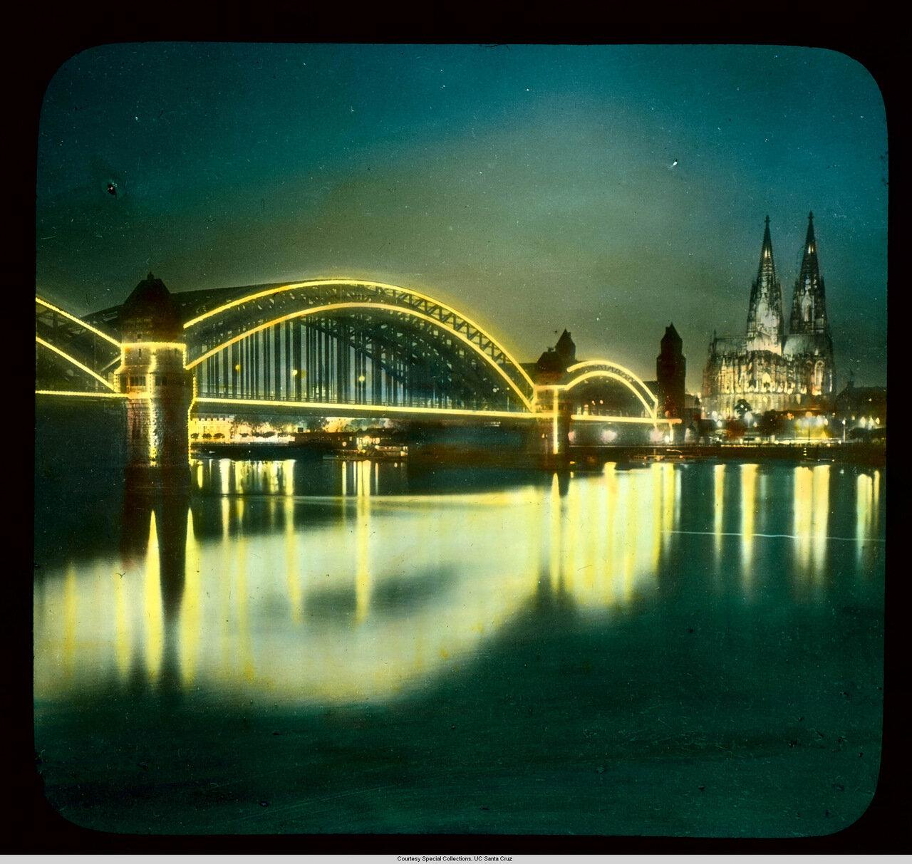 Кельн. Мост Гогенцоллернов (перестроен в 1945) ночью