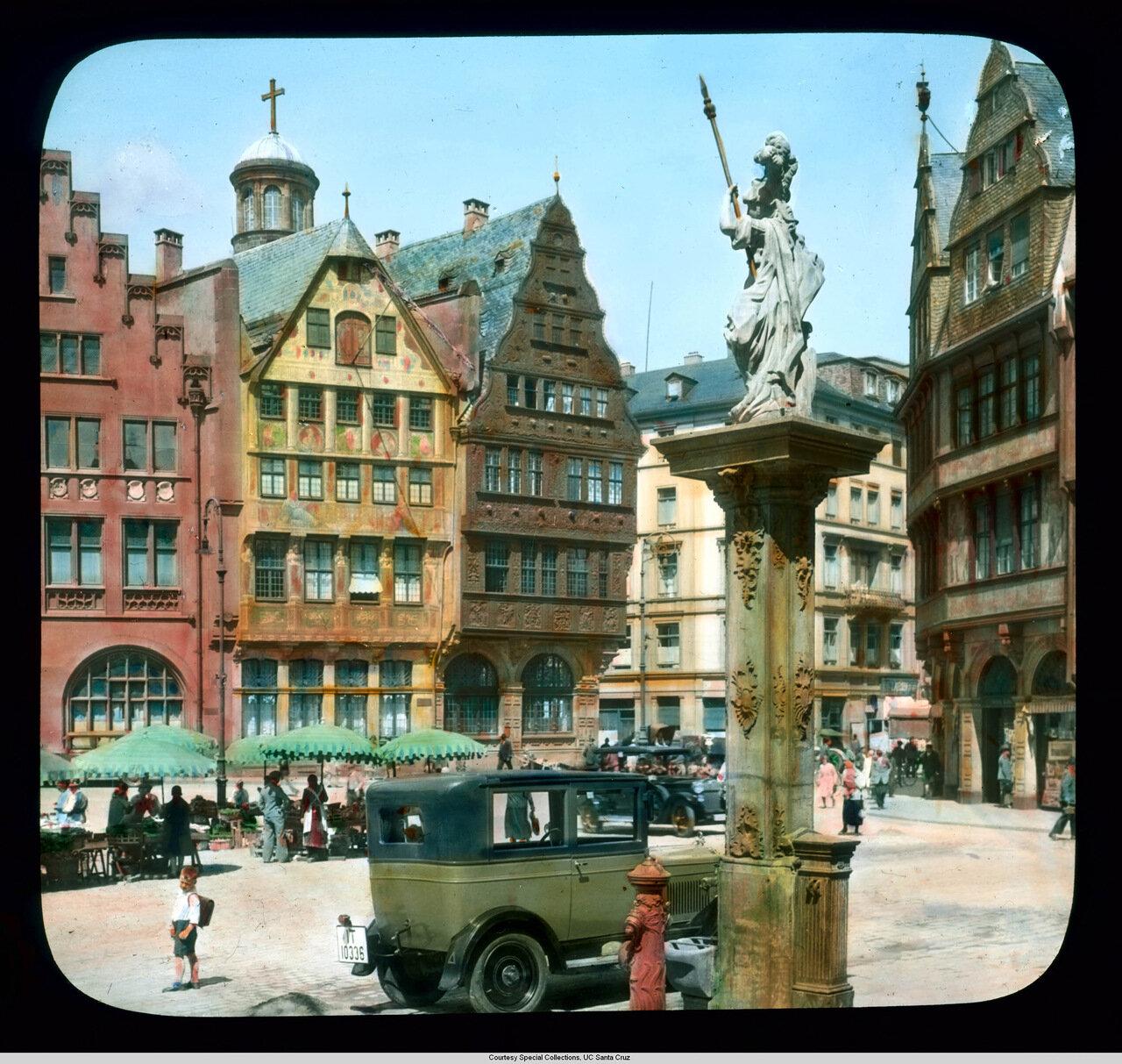 Франкфурт-на-Майне. Площадь Рёмерберг с фонтаном Минервы
