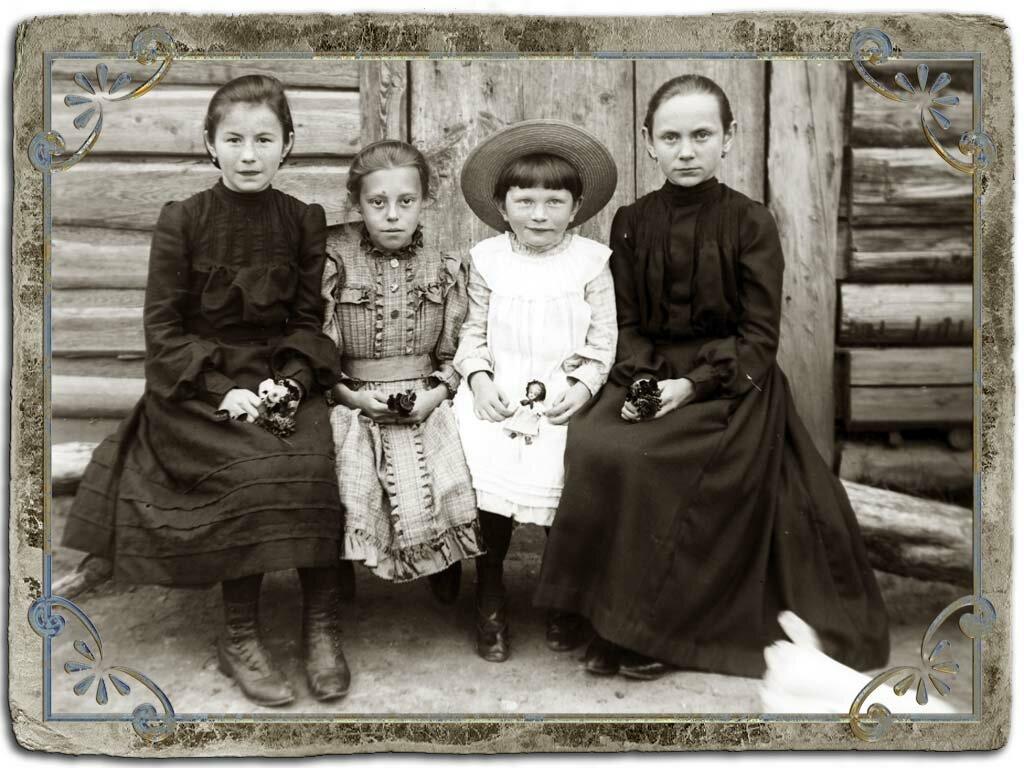 Гимназистки Мариинской гимназии, нач. ХХ века