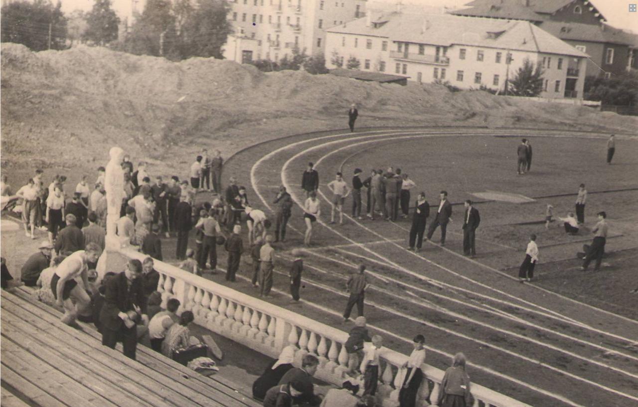 Соревнования на городском стадионе к.50-х гг. ХХ в.