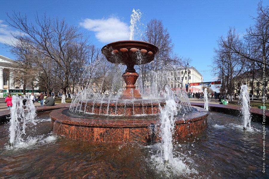 фонтан на Театральной площади Кирова
