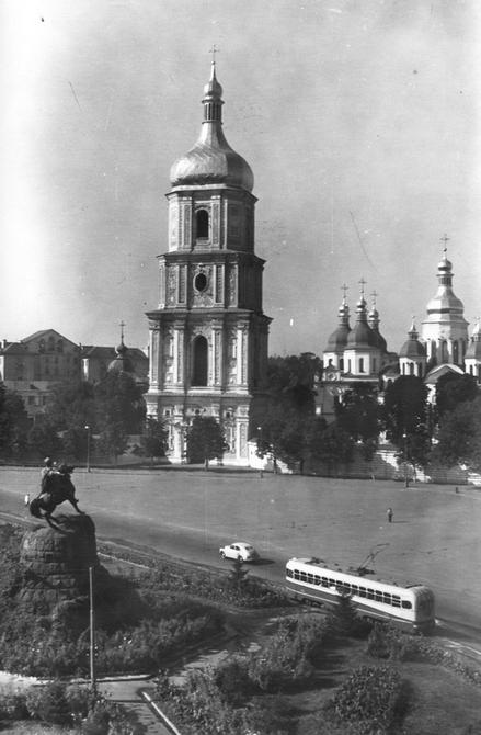 1956. Софийский собор, памятник Богдану Хмельницкому и панорама площади Богдана Хмельницкого (теперь Софийская площадь)