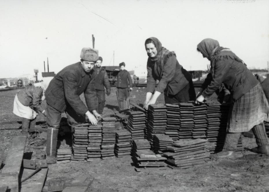 1940-е. Сбор металлолома для заводов на Дарницкой дистанции пути Юго-Западной железной дороги