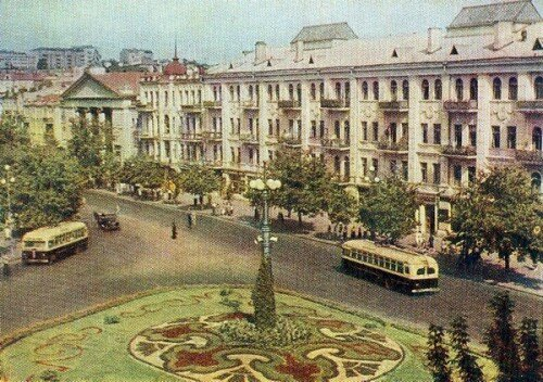 Площа Льва Толстого