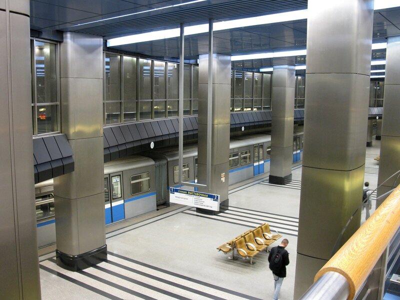 Станция метро Выставочная.
