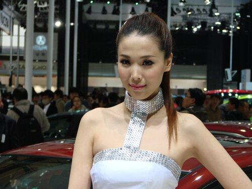Шанхайский автосалон — представил красавиц востока