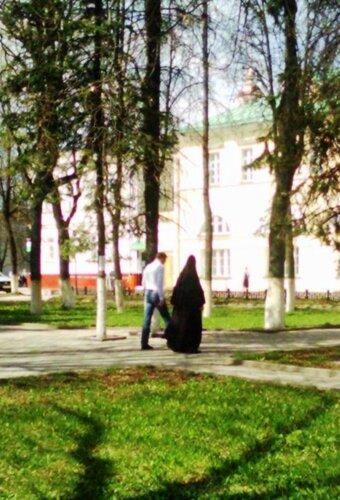 Будни Посада - миряне и монастырские