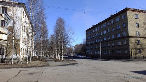 Фото города Инта №4198  Мира 8 и 11 01.05.2013_12:33