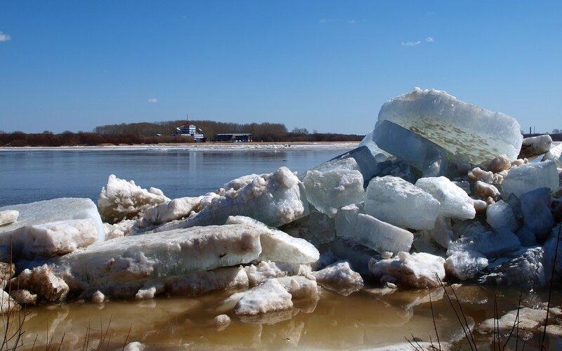 ледяные завалы на берегу P4202012