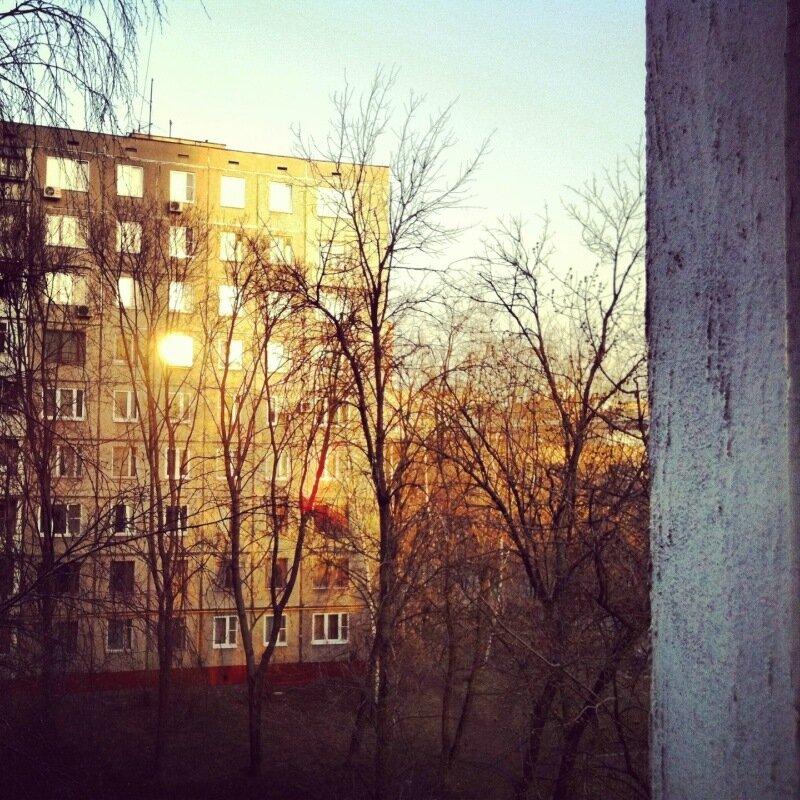 За окном в апреле 13-го
