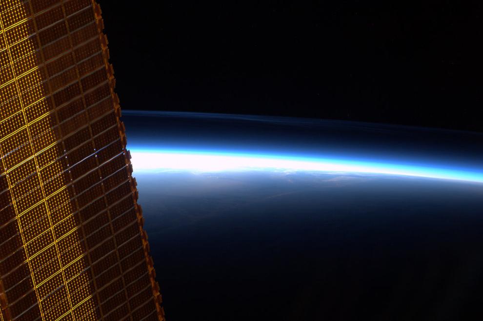 Восходы и закаты из космоса 17 фото
