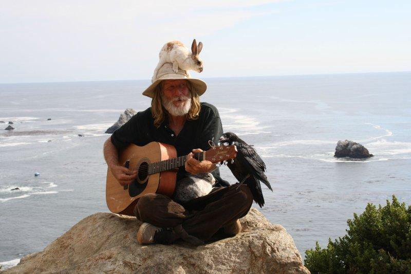 Дауншифтер в Бразилии кажется доволен жизнью, зарабатывая игрой на гитаре