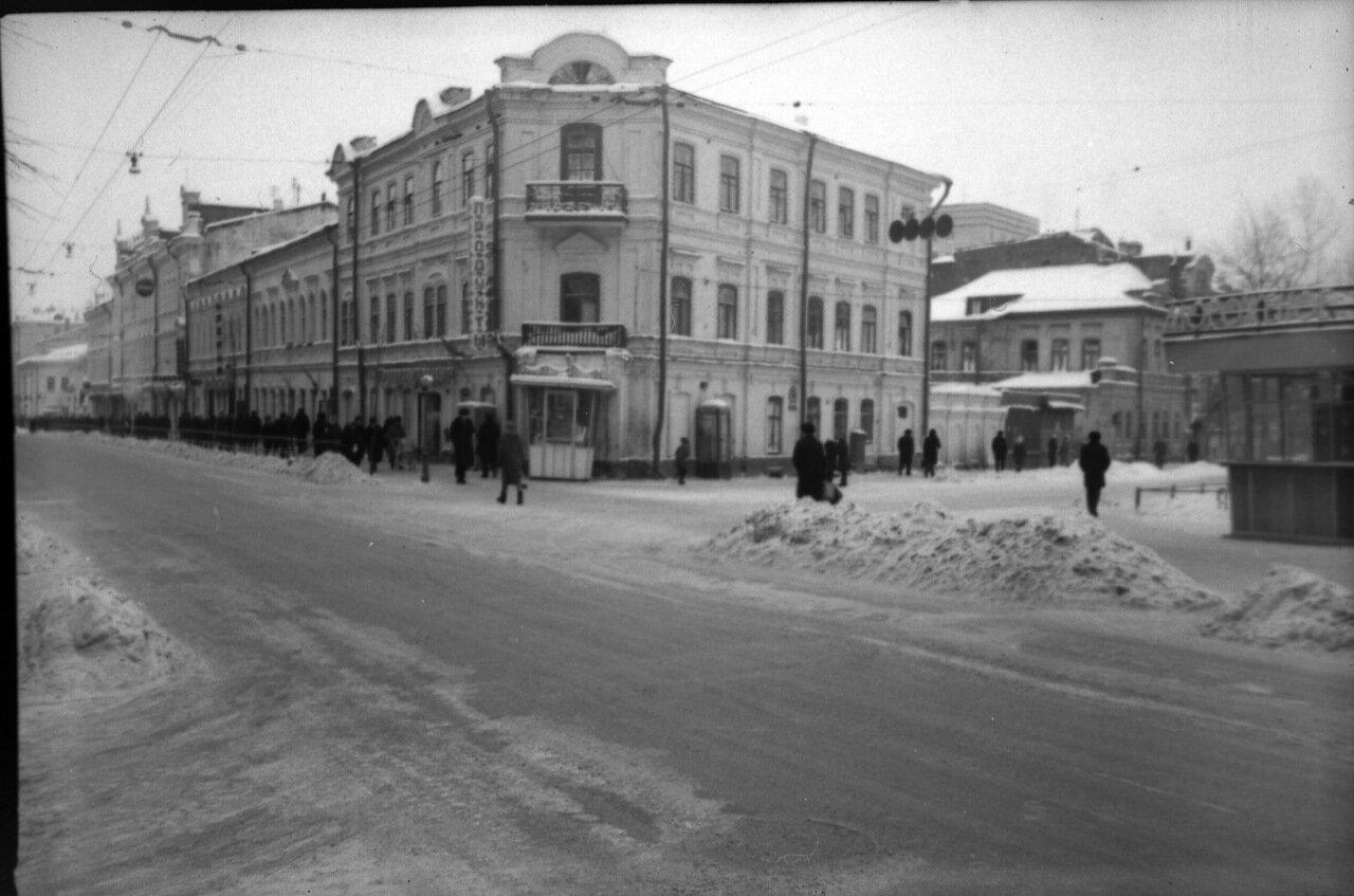 Перекрёсток улиц Свердлова и Грузинской